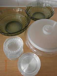 Various items of Leerdam glassware