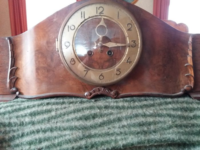 Mantel clock from the 1940s