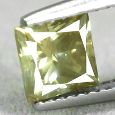 Diamond – 1.02 ct, Si1 – Natural Fancy Greyish Yellow