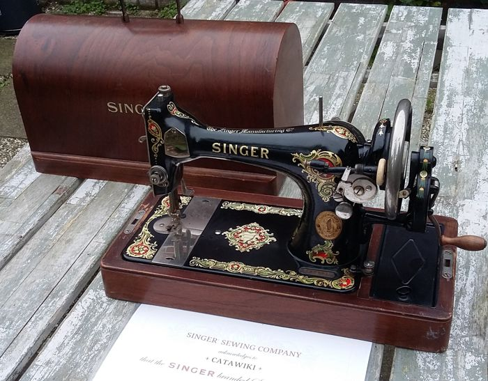Singer 128 K Hand Sewing Machine with lovely decorations and original cover, 1923