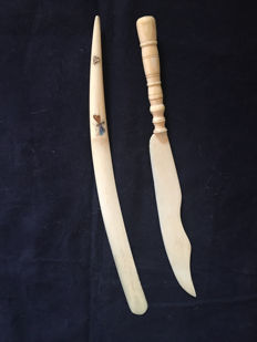 Two ivory paper knives, one with Shibayama inlay - Japan - ca. 1900-1920