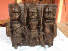 Nigerian King (Oba) plate and two warriors - BENIN - Nigeria