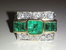 18 kt gold ring by Angelini Natural diamonds for 1.80 ct, emeralds for approx. 3.40 ct