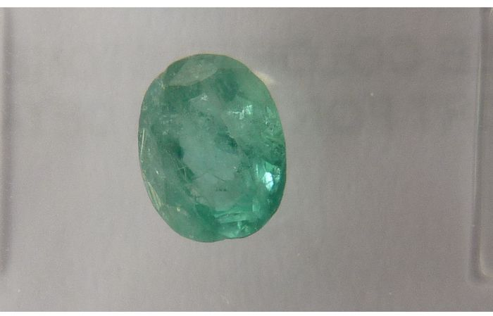 Pair of green Emeralds of 1.37 ct in total