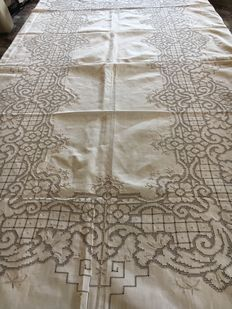 Linen tablecloth entirely handmade