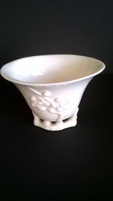 An antique blanc de Chine Dehua porcelain cup with relief - China - 18th century