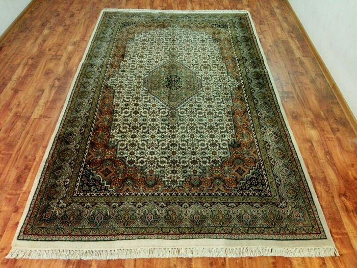 Amazing & beautiful Bidzar finely hand-knotted 325x138 cm Top Quality & Condition with certificate of Authenticity