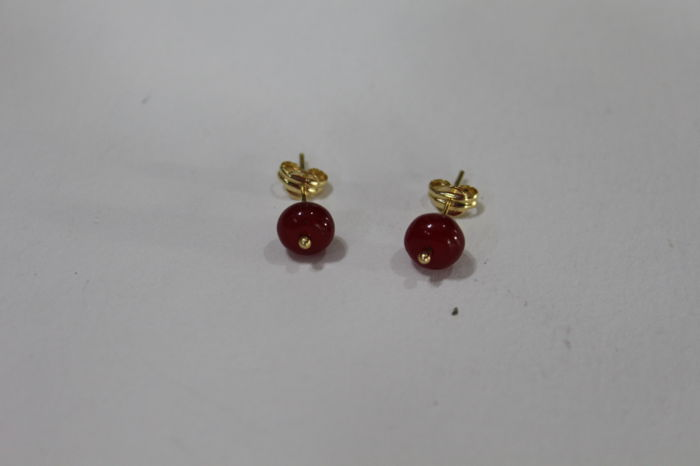 Ladies' 18 kt/750 Gold Earrings with two Rubies measuring 6 x 4 mm