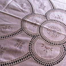 Tablecloth - embroidery and inserts in crochet