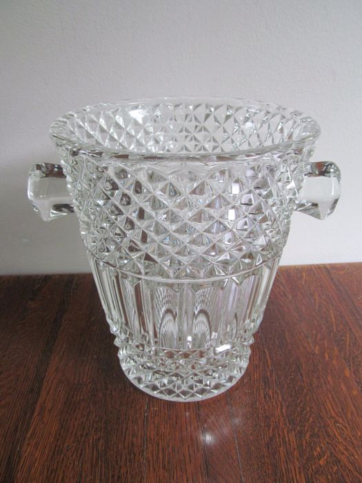 Heavy crystal champagne cooler - beautifully crafted diamond pattern