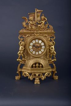 Beautiful antique bronze clock with putti and cherubs, French, ca 1900