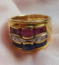 18 kt gold - Ring with rubies, sapphires and diamonds - Size 18