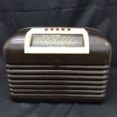 Antique English Bush radio made of Bakelite - Art déco - 1930s