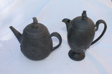 Wedgwood - teapot and and milk can - Back basalt - 19th century