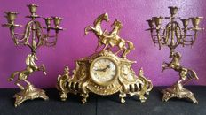 Fabulous table clock with two decorative bronze candelabras, French style
