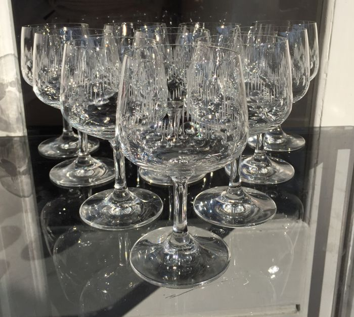 Lot consisting of 10 finely crafted crystal glasses