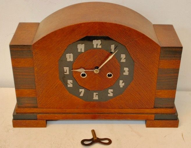 Art deco oak mantel clock with rosewood details of approx.1930
