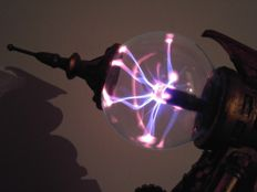 """Command & Conquer"" Weapon: Tesla Sculpture with Plasma Effect"