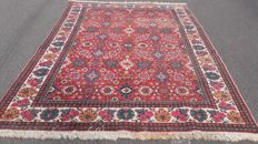 Beautiful hand-knotted Persian Tabriz carpet, 348 x 234 cm.