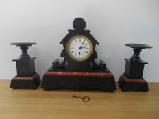 Art Deco Mantelpiece Clock with 2 decoration pieces in bakelite and marble -approx.1920