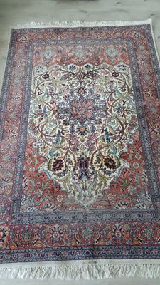Beautiful hand-knotted cashmere 188 x 121 carpet with silk