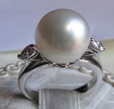 White gold ring (18 kt) from the famous Salvini brand, consisting of an Australian pearl  (12 mm) - Diamonds  (0.40 ct) - 7.3 grams