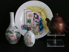 "Oriental erotica; Lot with 4 erotic so-called ""objets de vitrine"" - late 20th century"