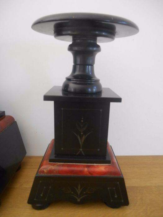 Art Deco Mantelpiece Clock With 2 Decoration Pieces In