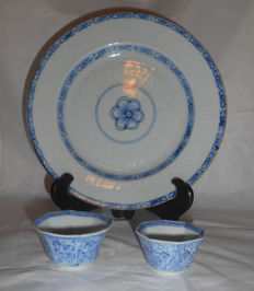 Set of blue and white porcelain – China – 18th century – Qian Long period.