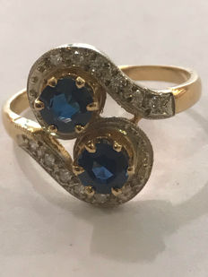 pretty you & me ring in gold, diamonds and sapphires for a total of 1.0 ct