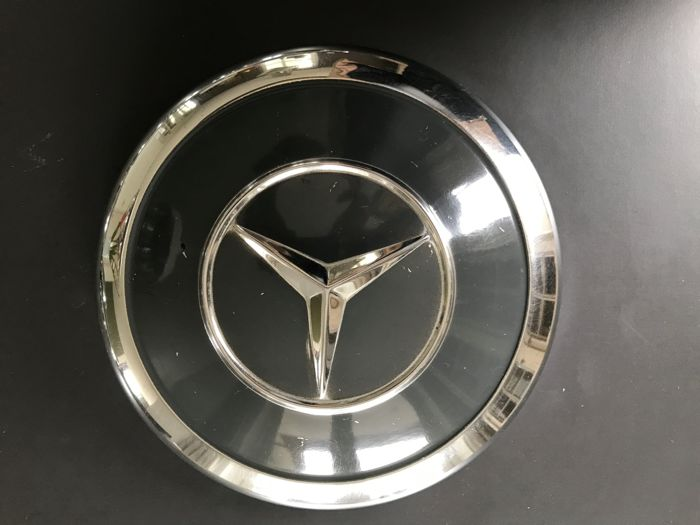 10 mercedes benz hubcaps catawiki for Mercedes benz hubcaps