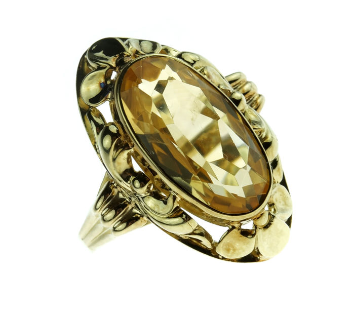 Large 14 kt yellow gold women's ring with citrine in decorated setting – Size 18.75
