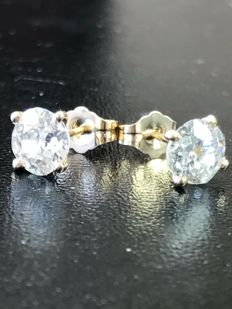 Classic stud earring set with old European cut diamonds with IGI cert
