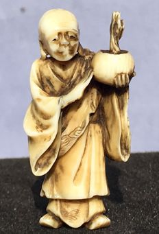 An ivory Netsuke' of a Buddhist (monk) with an incense burner - Japan - around 1900