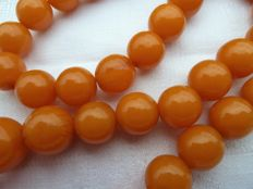 Superbe egg yolk faturan bakelite necklace