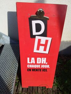 Double-sided advertising sign la D H French daily newspaper-Belgium-2001