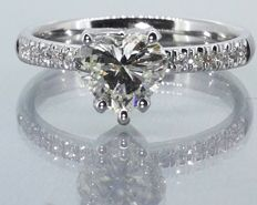 Diamond ring with heart-shaped cut diamond of 1.00 ct with IGI certificate and 14 diamonds, totalling 1.15 ct