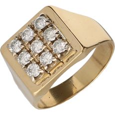 14 kt Yellow gold signet ring set with 9 brilliant cut diamonds of approx. 0.10 ct each – Ring size: 21.5 mm