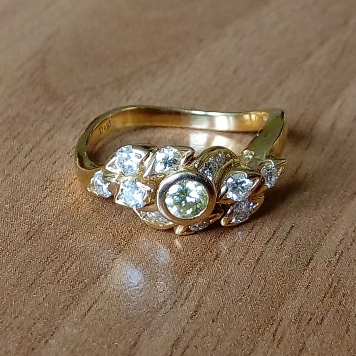 18K gold ring with diamonds ct 0,69