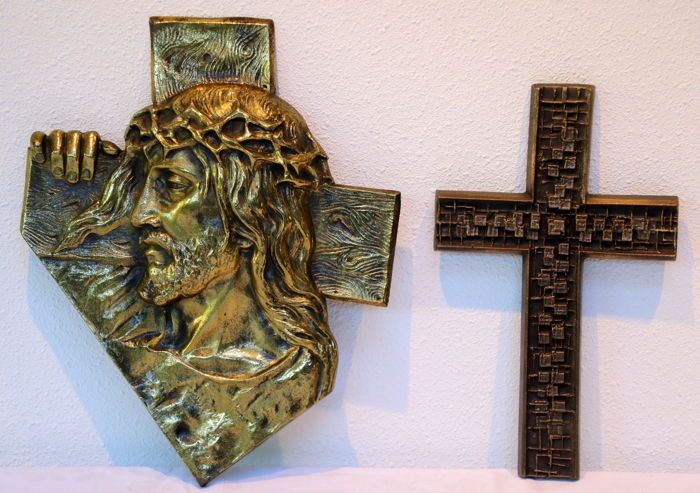 Plaque, brass/bronze cast face of Christ, bronze-brass cross