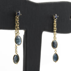 Yellow gold 750/1000 (18 kt) - Earrings - Sapphires of 2.40 ct in total - Earring height: 32.10 mm