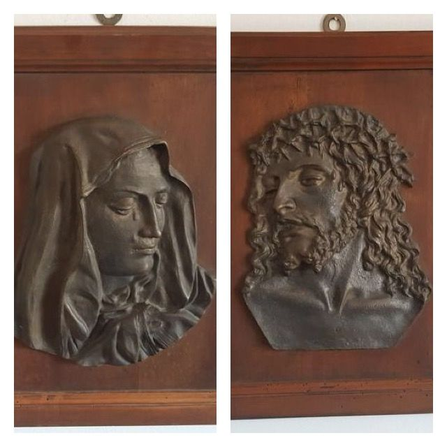 2 bronze bas-reliefs depicting Jesus and Mary