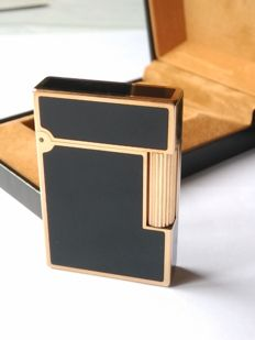 S.T. Dupont Lighter Black Chinese lacquer with gold, Line 2, large model
