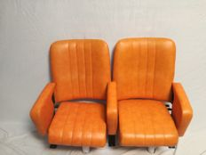Manufacturer unknown – Set of 20 cinema seats made of orange faux leather