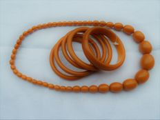 Set of necklace and 5 bangles in test Bakelite