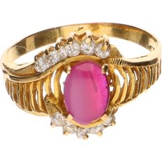 18 kt yellow gold ring set with ruby and zirconia – Ring size: 16.25 mm