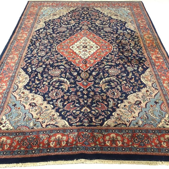 "Sarough - 290 x 190 cm. – ""Richly decorated Oriental rug in good condition"" With certificate."