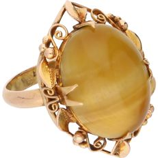 18 kt - Yellow gold ring set with an oval, cabochon cut chrysoberyl with cat's eye effect in an elegant setting - Ring size: 16.75 mm