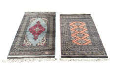"Lot of 2 Hand-knotted Pakistani rugs ""KARACHI"" Signed 128 x 79 cm and ""LAHORE"" 117 x 76 cm"