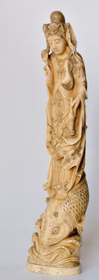 Large 'Kannon' sculpture in oriental ivory (approx. 40 cm) - Japan - late 19th century
